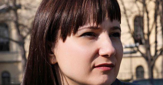 Jelena Zelenović: TUMAČENJE SOPSTVENE UTROBE